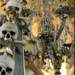 Sedlec Ossuary : एक चर्च जो की सजा हुआ है 40000 लोगो की हड्डियों से