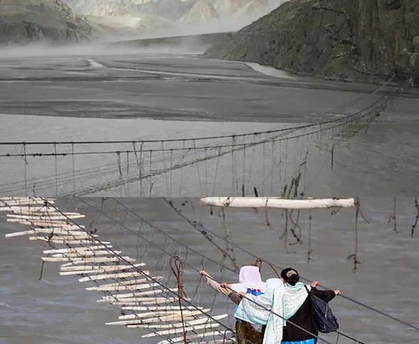 Hussaini Hanging Bridge - Pakistan, Hindi, Story, History, Kahani, Itihas, Information, Janakari,