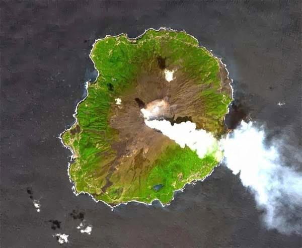 Miyakejima Izu Island - Japan, Hindi, History, Story, Information, Itihas, Janakari , Khanai, Dangerous, Deadly, Khatarnak,