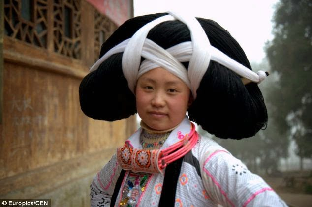Hair Headdress Tradition of Miao Tribe China , Story & History in Hindi