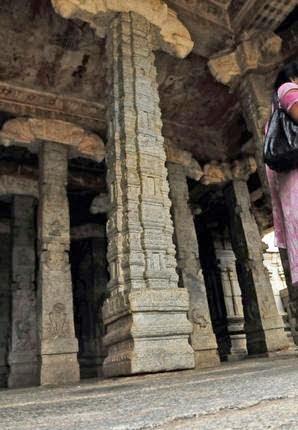 Hanging Lepakshi Temple History in Hindi