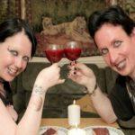 रियल लाइफ वैम्पायर कपल – प्यार बढ़ाने के लिए पीते है एक दूसरे का खून