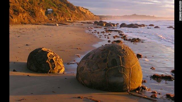 Moeraki Boulders, New Zealand History, Story & Information in Hindi
