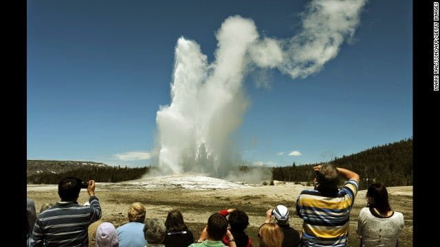 Old Faithful, Yellowstone National Park History, Story & Information in Hindi