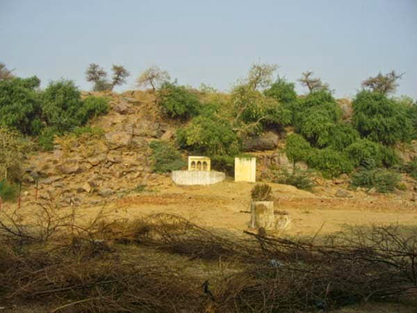 Govardhan parvat Story & History in Hindi