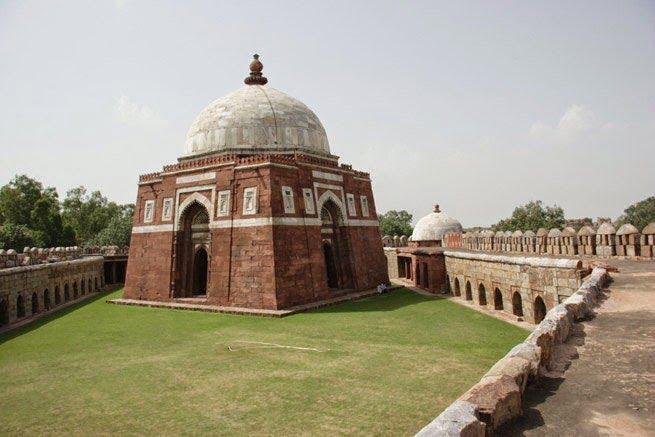 Tomb of Ghiyasuddin tughlaq - Dehli, Story & History in Hindi