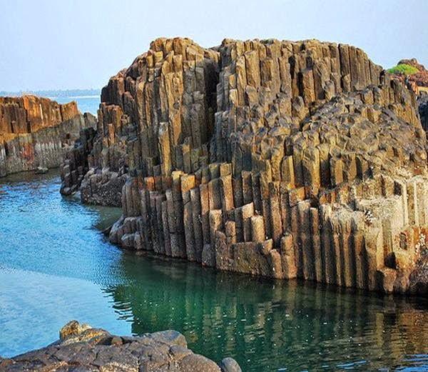 Columnar basalt lava, Coconut island, Karnataka Information, Story & History in Hindi