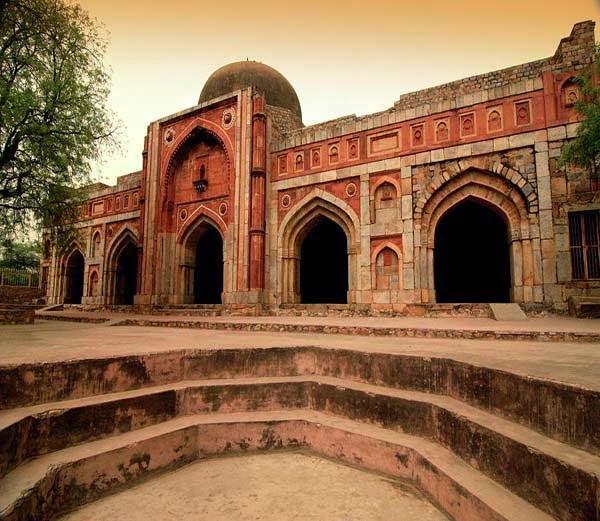 Jamali Kamali Tomb & Mosque Story & History in Hindi