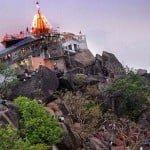 मां बम्लेश्वरी मंदिर (Maa Bamleshwari Temple)- ऊंचे पहाड़ पर स्थित माता के इस मंदिर से जुड़ी है एक प्रसिद्ध प्रेम कहानी