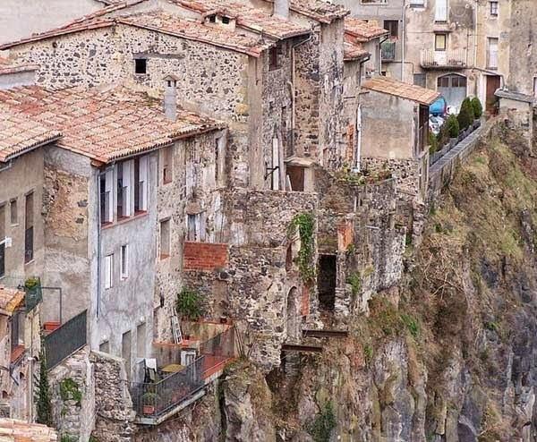Village Based On Rock- castellfollit de la roka, history in Hindi