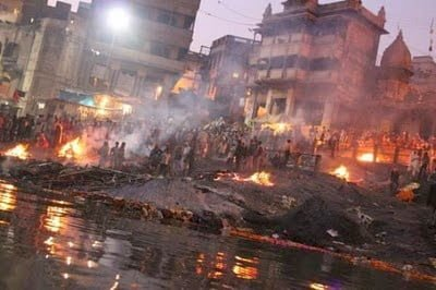Unique tradition of Manikarnika Ghat - Tax for cremation Hindi