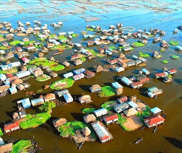 Hindi story of the village based on a lake