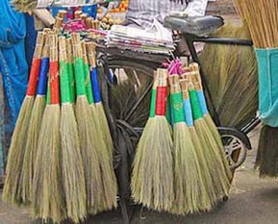 Know The Good Omen And Bed Omen Related Broom , Jhadu poncha se jude jyotis upay, Laxmi kripa, Shakun apshakun,