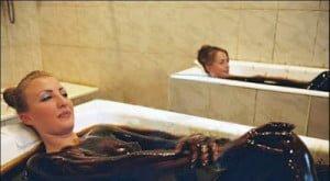 Azerbaijan : Crude oil bathing for health benefits