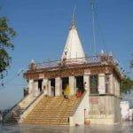 मैहर देवी का मंदिर: ये है माँ शारदा का इकलौता मंदिर, यहाँ आज भी आते हैं आल्हा और उदल
