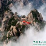पहाड़ की चोटी पर स्तिथ इस होटल तक पहुंचने के लिए चढ़नी पड़ती है 60000 सीढ़ियां