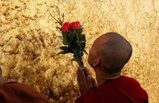 The Golden Rock Kahani in Hindi