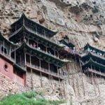 हैंगिंग मॉनैस्ट्री- पहाड़ पर लटका हुआ है 1500 साल पुराना यह मंदिर