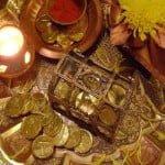 Dhanteras Story: जानिए क्यों मनाते है धन तेरस और क्यों जलाते है यम के नाम का दीपक?