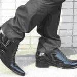 शास्त्रानुसार इन 5 जगहें जूते-चप्पल पहन कर जाने से बढ़ता है दुर्भाग्य