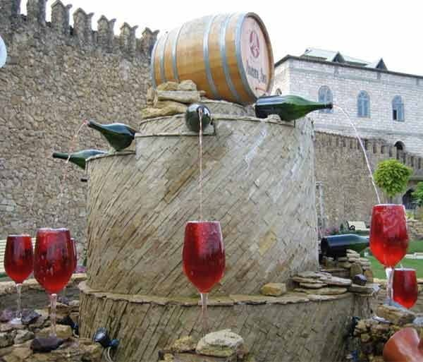Red Wine Fountain, Italy, Hindi, Information, Jankari, History, Story, Kahani, Itihas, Amazing, Strange,