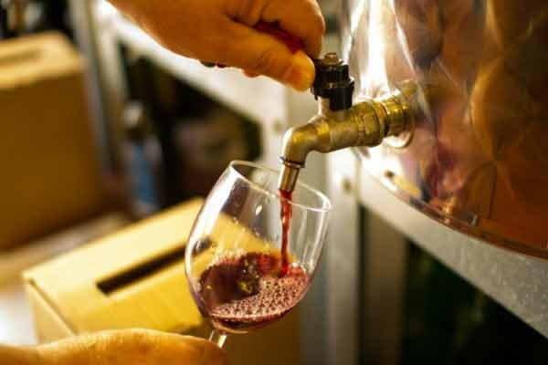 Red Wine Fountain, Italy, Hindi, Information, Jankari, History, Story, Kahani, Itihas, Amazing, Strange,