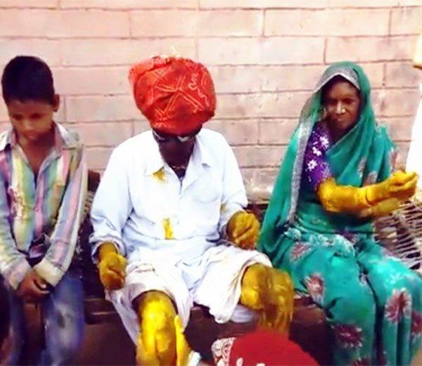 80 साल की उम्र में नाती-पोतों ने कराई पाबुरा की शादी