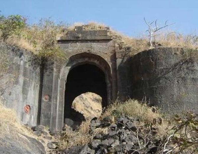 Shivneri Fort, Hindi, History, Story, Kahani, Information